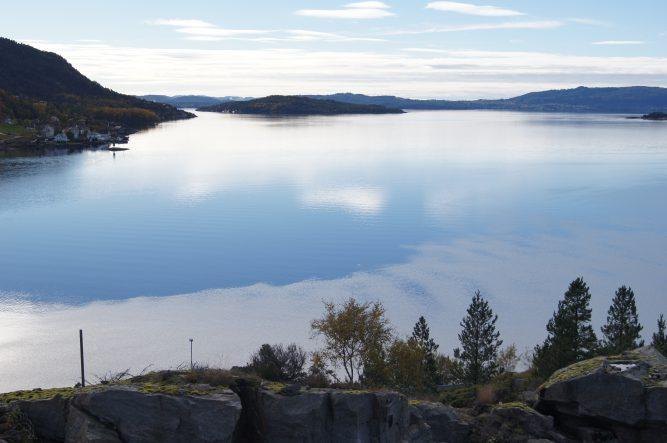 Utsikt mot sør sørvest. Masfjordnes til venstre i bildet.